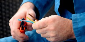 electrician-electrical-contractor-building-contractor